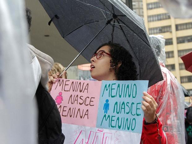 Manifestante protesta contra a inclusão da discussão sobre gênero e identidade social no Plano Municipal de Educação (Foto: Marivaldo Oliveira/Futura Press/Estadão Conteúdo)