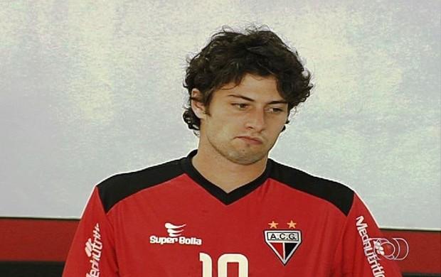 João Paulo, meia do atlético-GO (Foto: Reprodução/TV Anhanguera)
