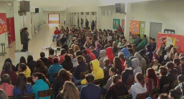 No projeto, repórter percorreu as escolas de Chapecó (Foto: RBS TV/Divulgação)