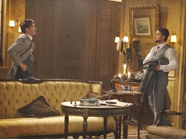 Umberto arma pra tirar o amigo de casa (Foto: Lado a Lado / TV Globo)
