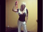 Monique Evans posa fininha e fãs elogiam: 'Linda, loira e magra'