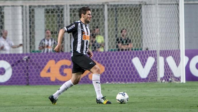 Zagueiro Tiago fez sua estréia com a camisa alvinegra na partida contra o Sport (Foto: Bruno Cantini)