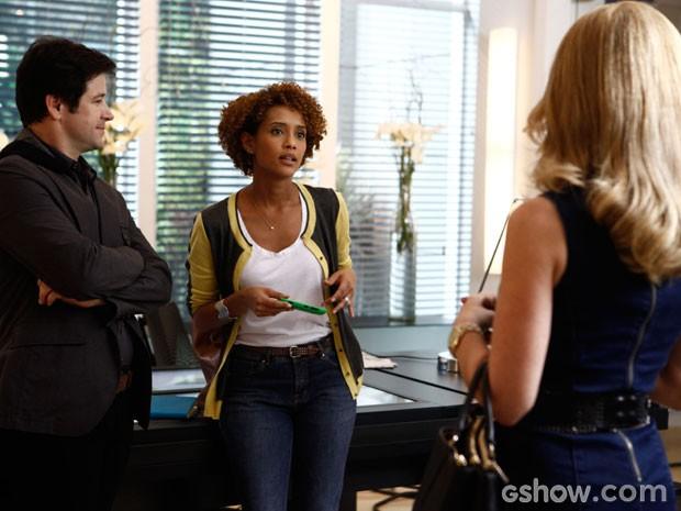 Que flagra! Pamela acaba coom climão entre Verônica e Jonas (Foto: Inácio Moraes/TV Globo)