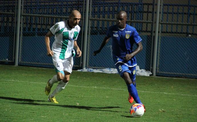 Equilíbrio marcou duelo entre Nacional e Manaus FC (Foto: Marcos Dantas)