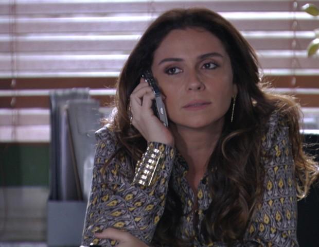 Helo cobra telefone de Morena de Wanda (Foto: Salve Jorge/TV Globo)