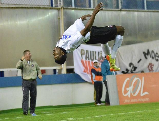 Douglas Coutinho, atacante do Atlético-PR, contra o Flamengo (Foto: Site oficial do Atlético-PR/Gustavo Oliveira)