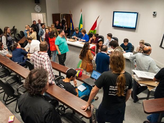 Votação ocorreu em campi da UFSC nesta quarta (29) (Foto: Henrique Almeida/Agecom)