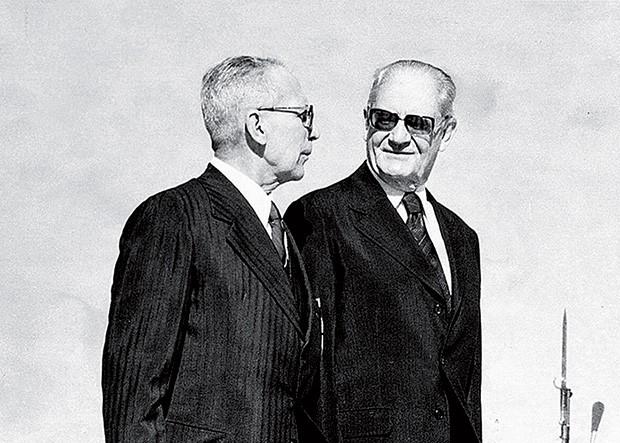 """O INÍCIO DO FIM General Golbery do Couto e Silva, ao lado de Ernesto Geisel, em 1975. """"Não foi por espírito democrático"""", disse Geisel, sobre a abertura política (Foto: Folhapress)"""
