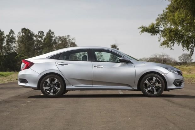 Perfil é um dos ângulos mais bonitos do novo Honda Civic (Foto: Fabio Aro/Autoesporte)