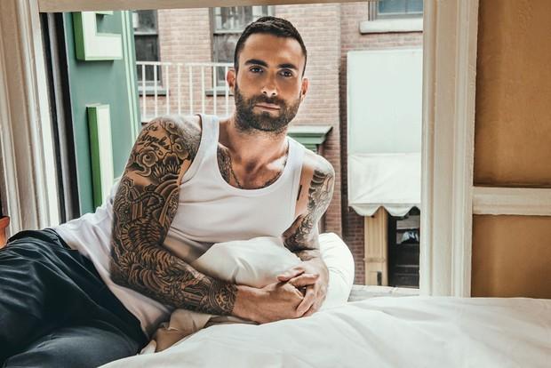 Adam Levine em campanha da John John (Foto: reprodução)