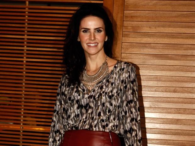 A atriz Lisandra Souto também está presente (Foto: Salve Jorge/TV Globo)