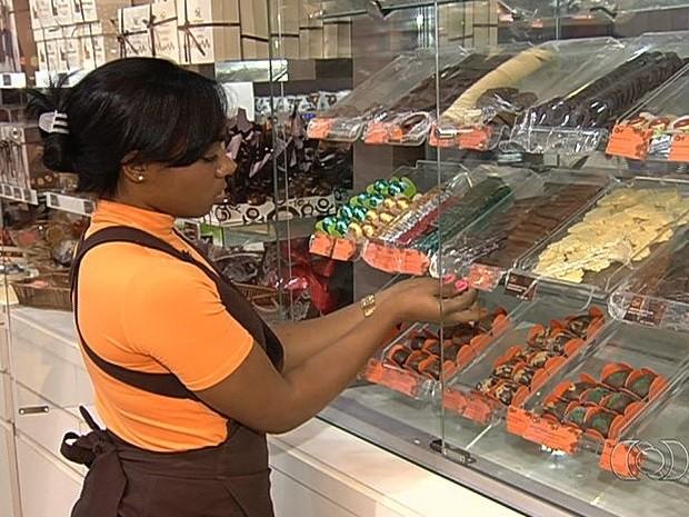 Páscoa deve gerar 2,5 mil vagas de emprego temporário em Goiás (Foto: Reprodução/TV Anhanguera)