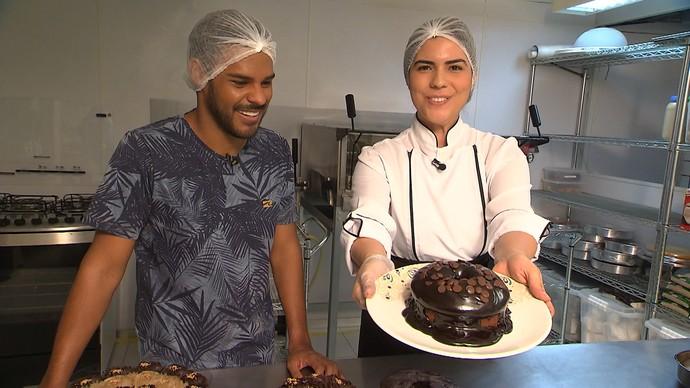 Quem ensina a fazer a receita é a nutricionista Raquel de Medeiros (Foto: TV Bahia)