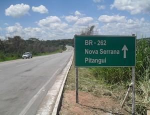 BR-262 que da acesso a Nova Serrana (Foto: Cleber Corrêa)