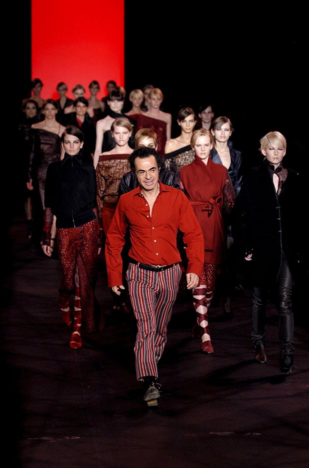 Romeo Gigli, autumn/winter 2003. (Foto: REX FEATURES)