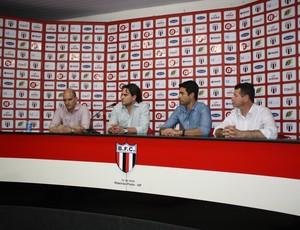 Botafogo-SP apresenta diretor e vice de futebol para 2014 (Foto: Cleber Akamine)