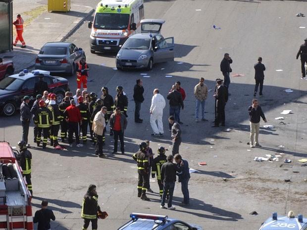 Polícia italiana realiza um cerco em toda a região da explosão (Foto: Max Frigione/AP)