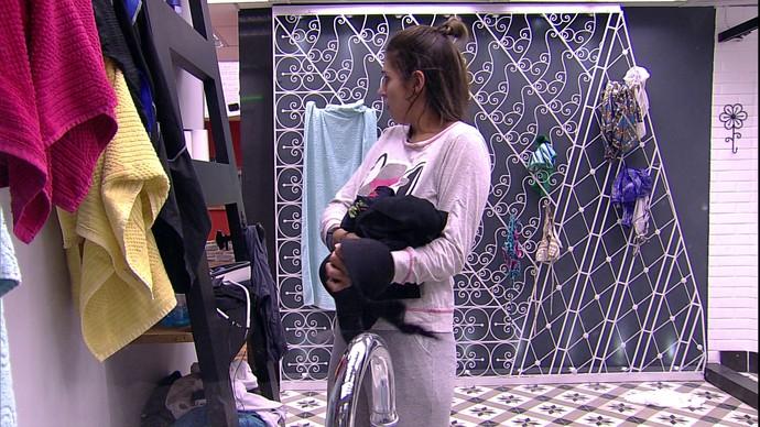Vivian leva susto  (Foto: TV Globo)