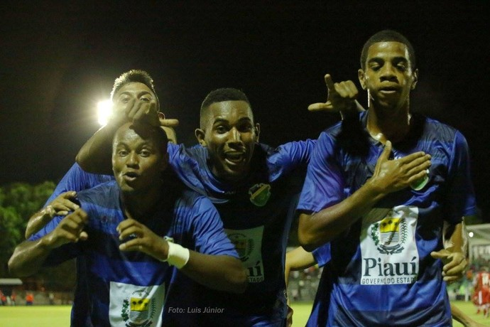 Altos x CRB, Copa do Brasil  (Foto: Luís Júnior )