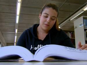 Apesar de saber inglês, estudante de São Carlos optou por fazer intercâmbio em Portugal (Foto: Wilson Aiello/EPTV)