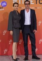 Look do dia: Angelina Jolie aposta no clássico em evento na Inglaterra