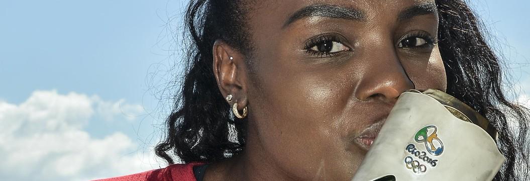 Mineira Fabiana é a primeira atleta a carregar a tocha olímpica no Brasil (Divulgação)