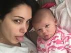 Bella Falconi posta foto divertida ao lado da filha