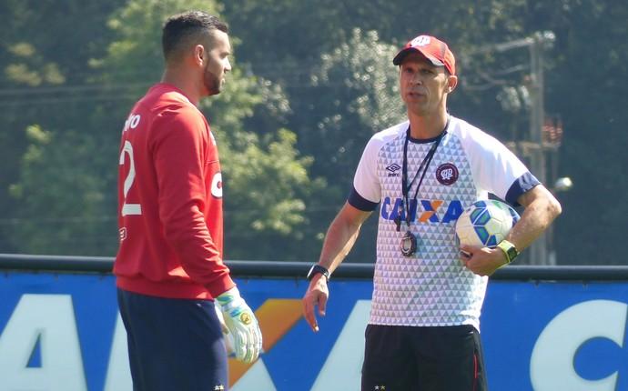 Milton Mendes Atlético-PR (Foto: Thiago Ribeiro)
