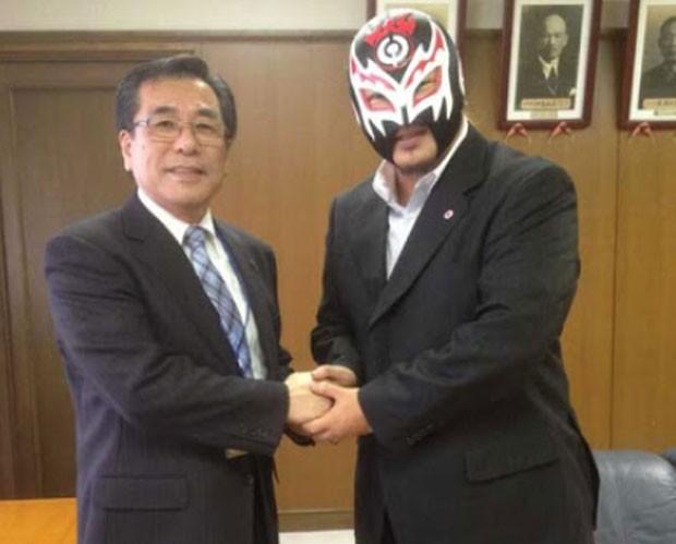 Político foi proibido de participar de reuniões usando máscara (Foto: Reprodução)
