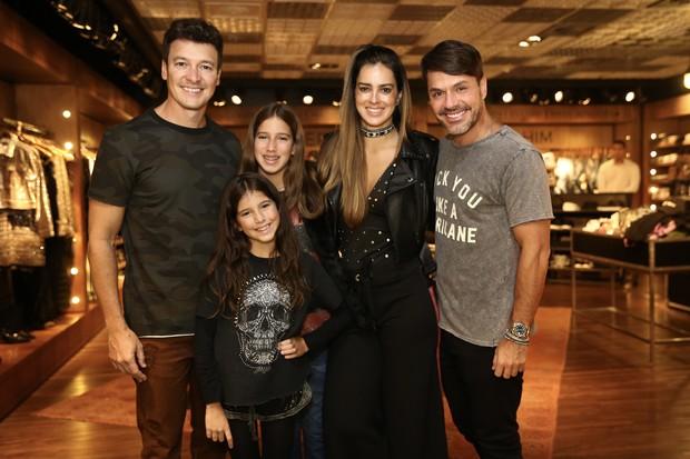 Rodrigo Faro, Vera Viel e filhos (Foto: Manuela Scarpa/ Brazil News)