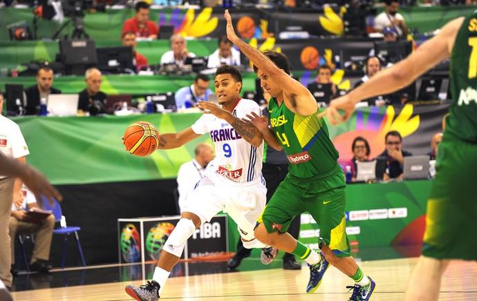 Marcelo Machado jogo Brasil x França basquete Copa do Mundo (Foto: AFP)