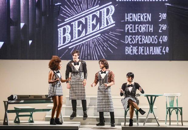 Daniel Blanco em cena na peça Divas - O Musical (Foto: Reprodução / Facebook)