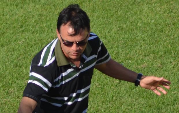 Técnico Everton Câmara (Foto: Felipe Martins / GLOBOESPORTE.COM)
