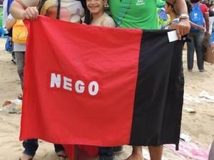 Bandeira da Paraíba tem as cores preto e vermelho e a palavra Nego inscrita (Foto: Gilvandro Pontes/Arquivo pessoal)
