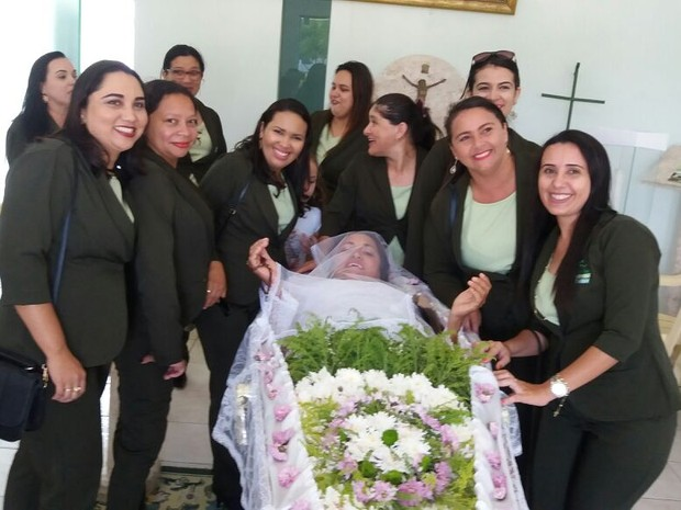 Funerária realizou o sonho da 'cliente' nesta quarta-feira (2) (Foto: Delândia/ Arquivo Pessoal)