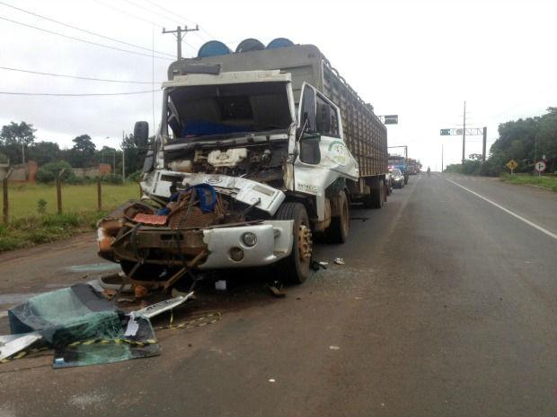 Acidente entre dois caminhões deixa um ferido em Campo Grande (Foto: Tatiane Queiroz/G1 MS)