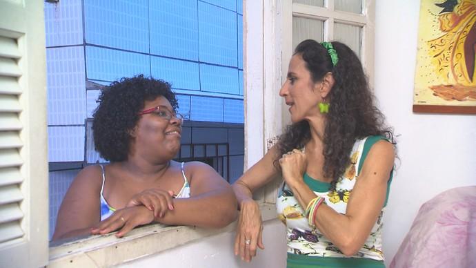 Técnica de enfermagem Manuela Cerqueira diz que ama a sogra: 'mais uma mãe' (Foto: TV Bahia)