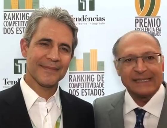 O presidente do Centro de Liderança Pública (CLP), Luiz Felipe d'Avila, e o governador de São Paulo, Geraldo Alckmin, em vídeo postado no Facebook (Foto: Reprodução/Facebook Geraldo Alckmin)