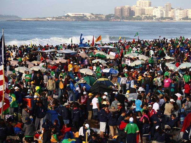 multidão copacabana (Foto: Rodrigo Gorosito/G1)
