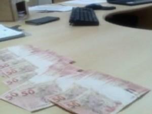 Notas de R$ 50,00 foram apreendidas na rodoviária de Foz (Foto: Reprodução/RPC)