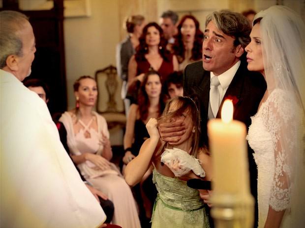 Paloma acaba com o casamento dos pais (Foto: Avenida Brasil / TV Globo)