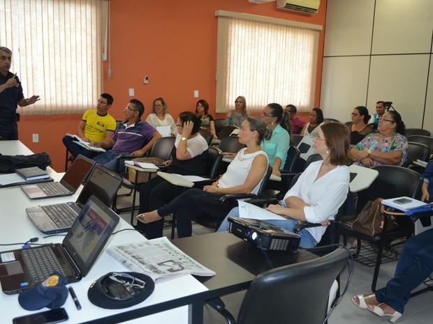 A Polícia Militar se reuniu com diretores de escolas para explicar como será o uso do aplicativo. (Foto: Rogério Aderbal/G1)