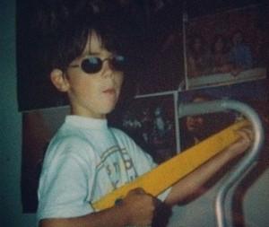 Aos cinco anos, Leo já demonstrava que tinha jeito para a música (Foto: Arquivo pessoal)