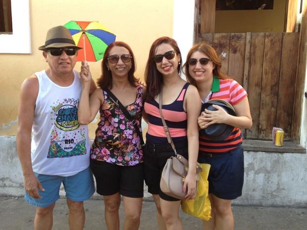 Economista Narciso Pelaes trouxe a família de Macapá para conhecer folia de Olinda (Foto: Lorena Andrade / G1)