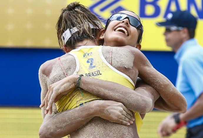 Duda e Elize conquistam o ouro em etapa do Circuito Mundial (Foto: FIVB)