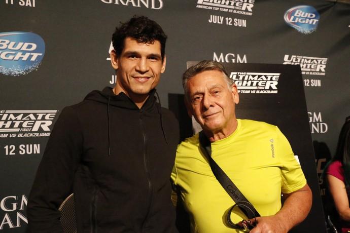 Cezar Mutante e seu pai, Sinval UFC MMA TUF 21 Finale (Foto: Evelyn Rodrigues)
