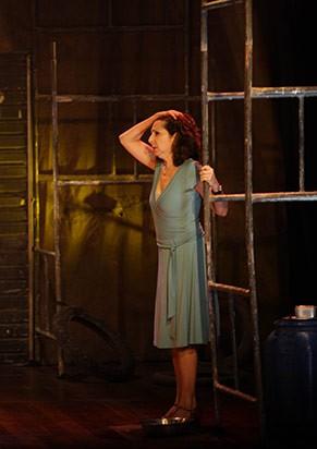 Malu Valle interpreta a professora do ensino público (Foto: Roberto Macedo)