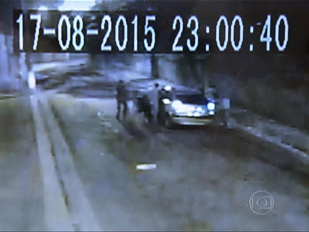 No dia 17, câmera flagrou outro assalto na rua (Foto: TV Globo/Reprodução)