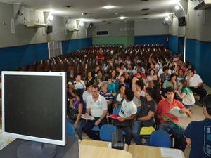Calouros compareceram, mas servidores recusaram o atendimento (Foto: Marina Fontenele/G1 SE)