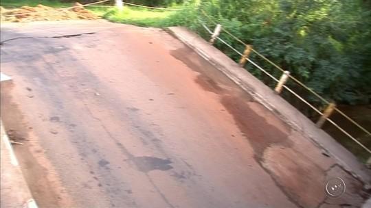 Queda de ponte gera confusão no trânsito e congestionamento em Tatuí